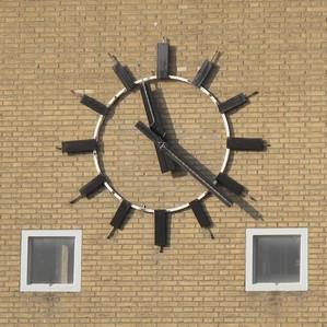 Klok op voorgevel ketelhuis Campina Eindhoven