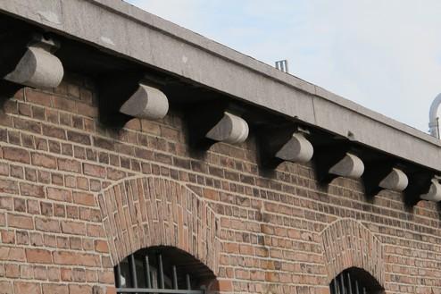 Huis van bewaring II Detail dakrand cellenvleugel
